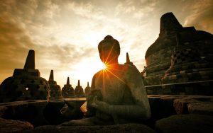 Indonesia-Yogyakarta-Solo-statues-sun-rays_1920x1200